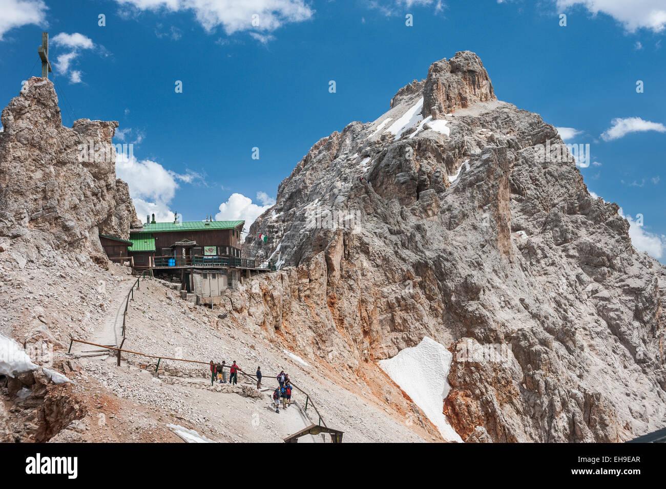 Lorenzihütte refuge, 2932 m, Rifugio Son Forca, at the back the Marino Bianchi Via Ferrata, Cristallo group, - Stock Image