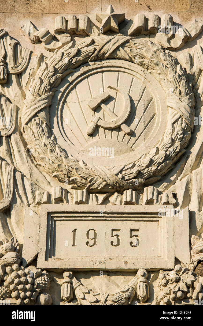 Sowjet symbol hammer and sickle, at a statue, Moscow, Russia - Stock Image