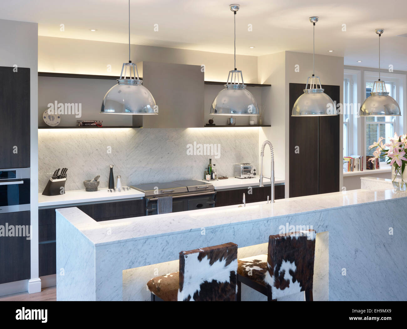 Modern Kitchen With Pendant Lights Above Island Unit Residential - Pendulum lights over island
