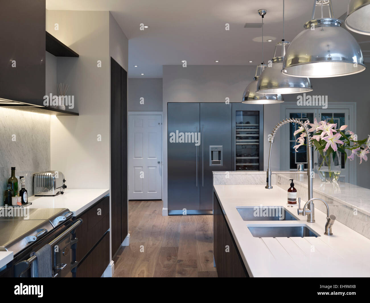 Modern Kitchen With Pendant Lights Above Island Unit Residential - Buy kitchen pendant lights
