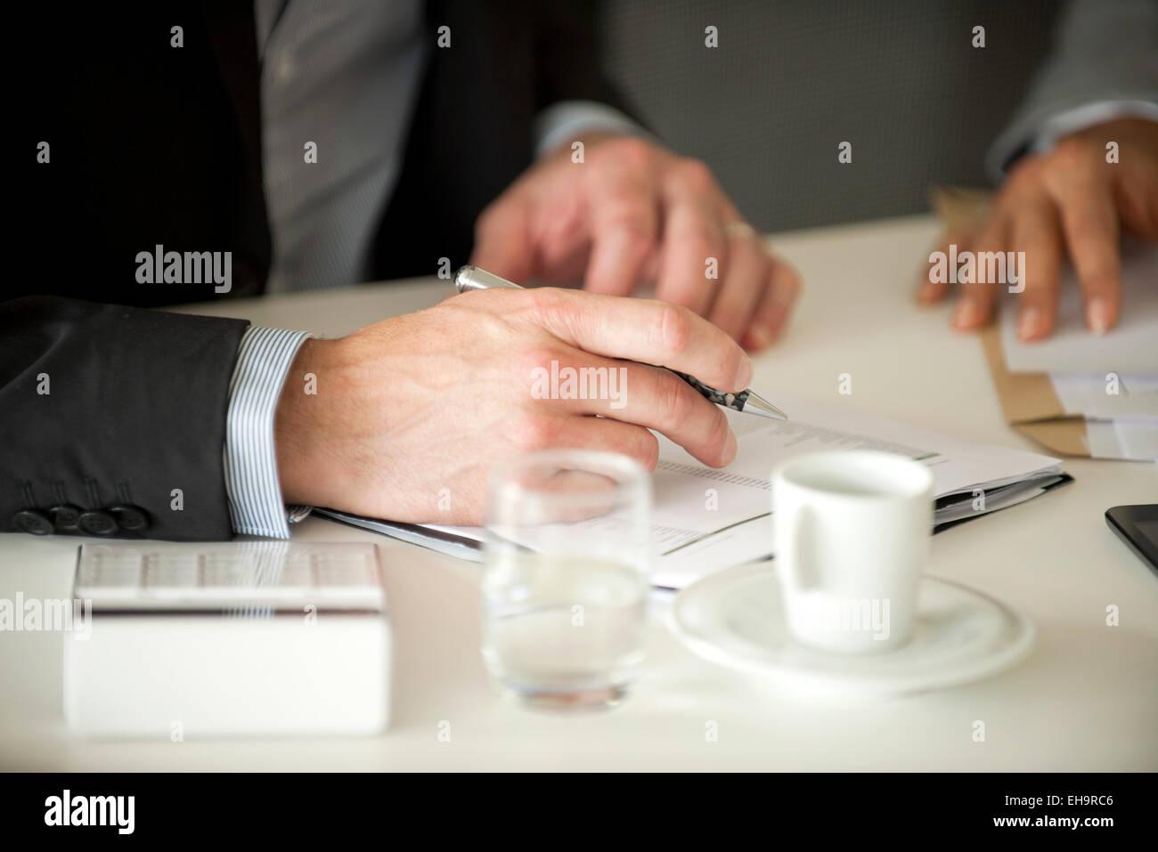 Businessman signing document - Stock Image