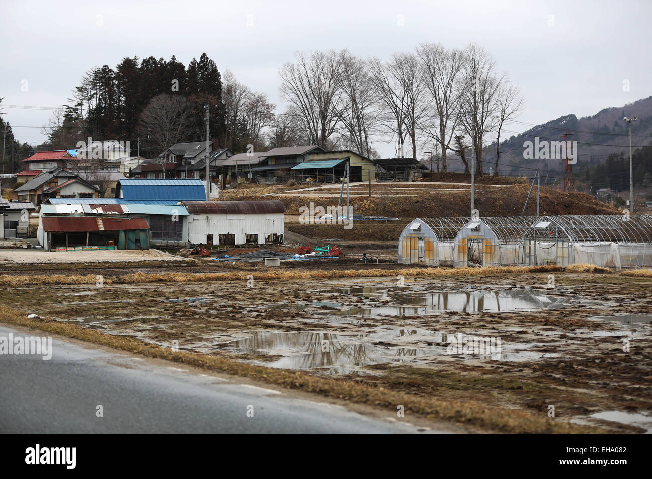 (150310) -- FUKUSHIMA, March 10, 2015 (Xinhua) -- Abandoned fields and houses are seen in the town of Iitate, Fukushima - Stock Image