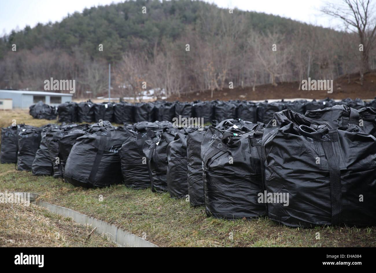 (150310) -- FUKUSHIMA, March 10, 2015 (Xinhua) -- Black bags containing buildup of contaminated wastes are seen - Stock Image
