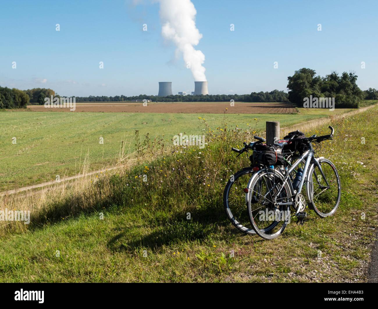Cooling towers at the Centrale Electrique de St Laurent-des-Eaux from the towpath near Mer, La Loire, France - Stock Image