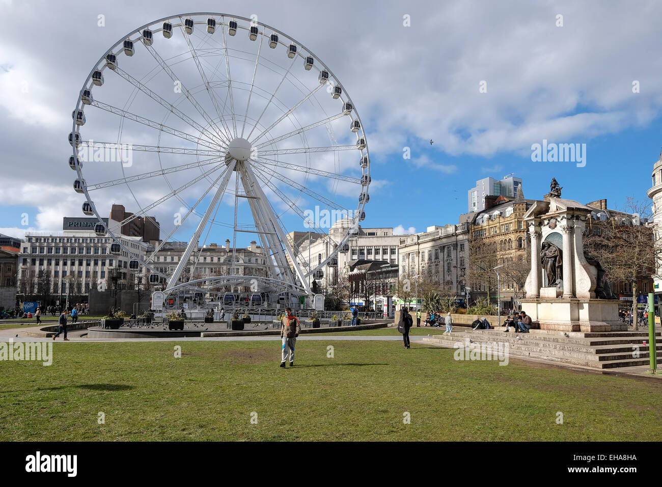 Manchester UK: Large Ferris Wheel in Piccadilly Gardens Manchester - Stock Image