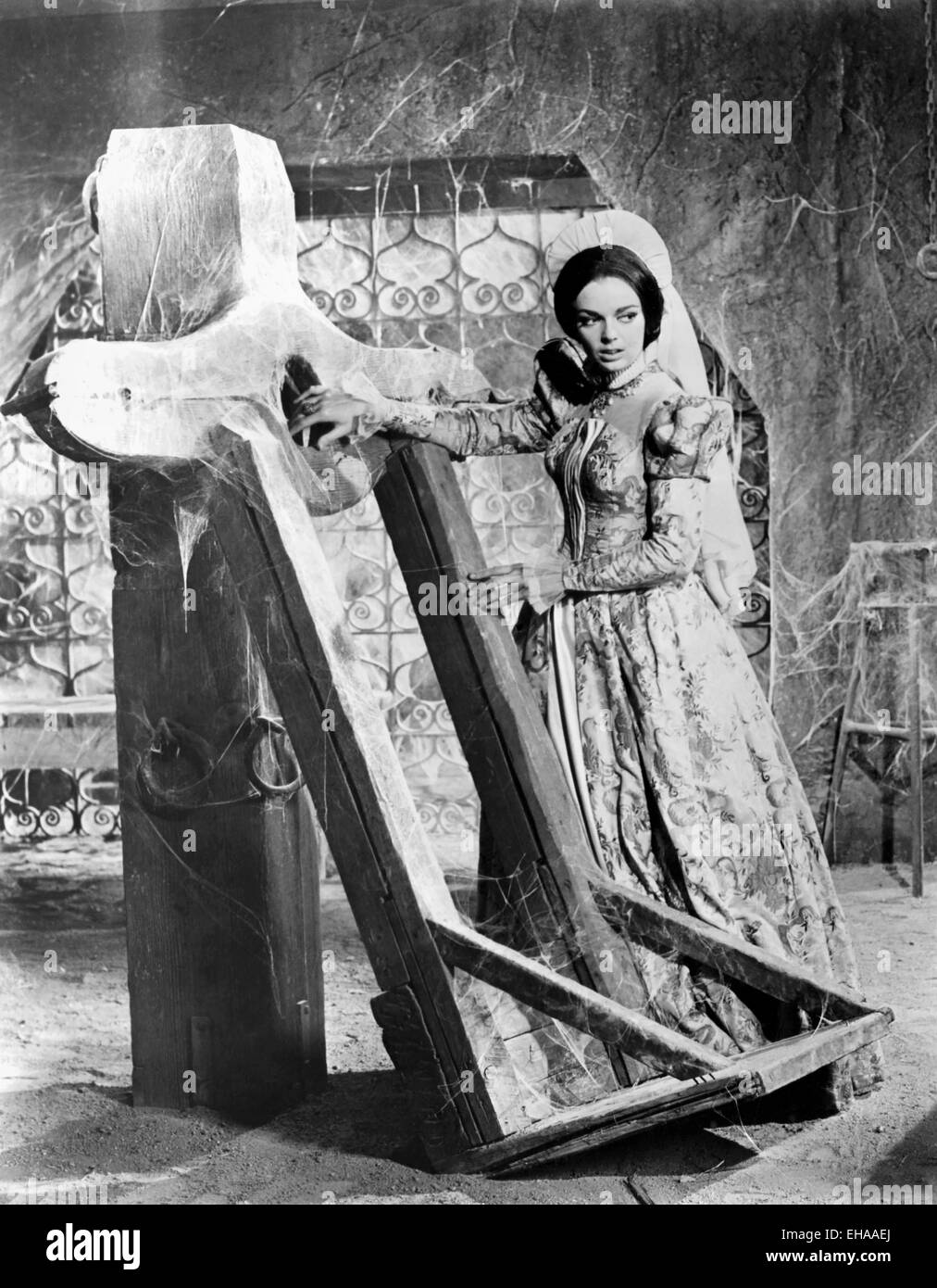 Barbara Steele, on-set of the Film 'The Pit and the Pendulum', 1961 - Stock Image