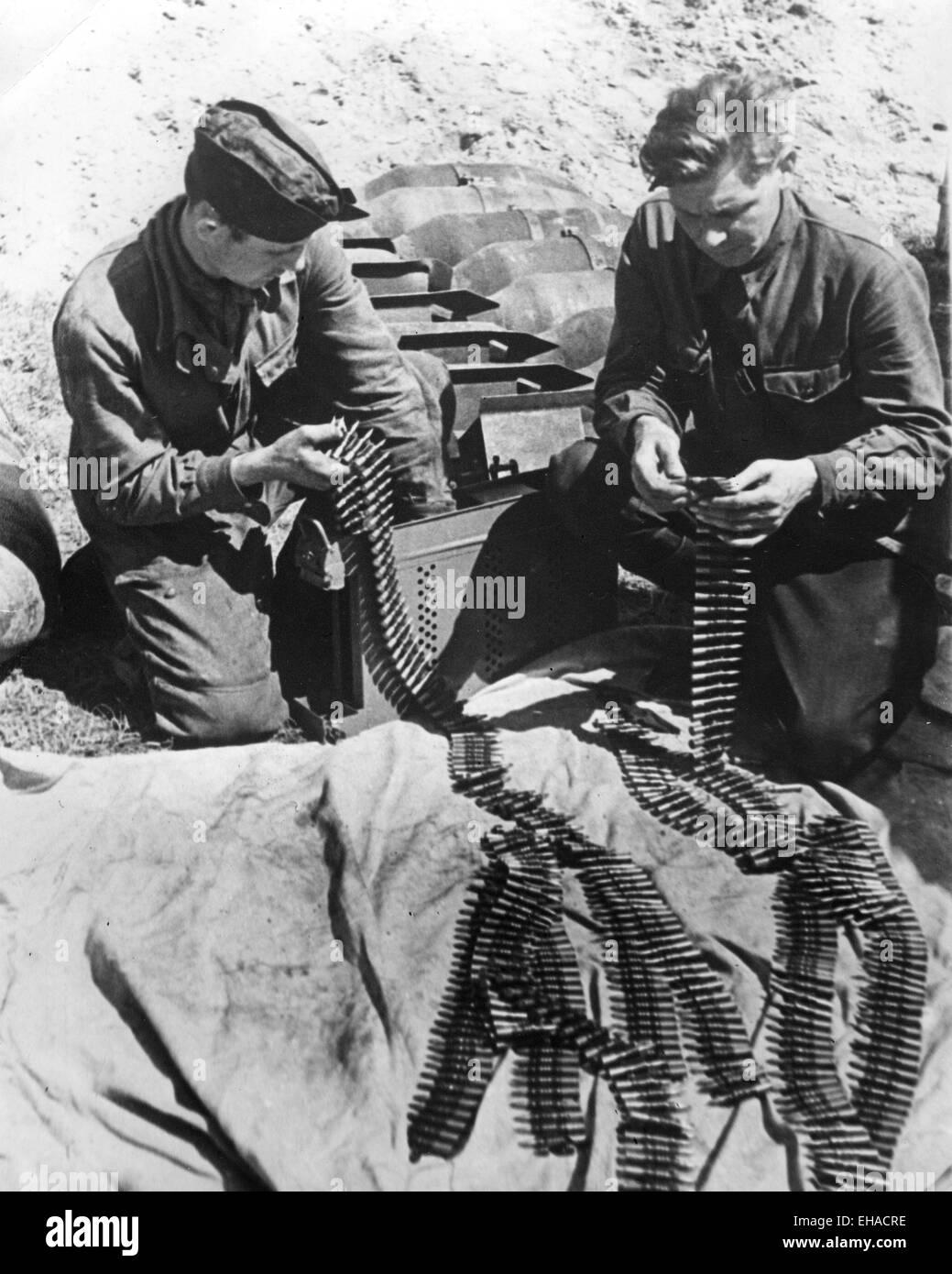 SOVIET AIRFORCE mechanics preparing ammunition and bombs about 1943 - Stock Image