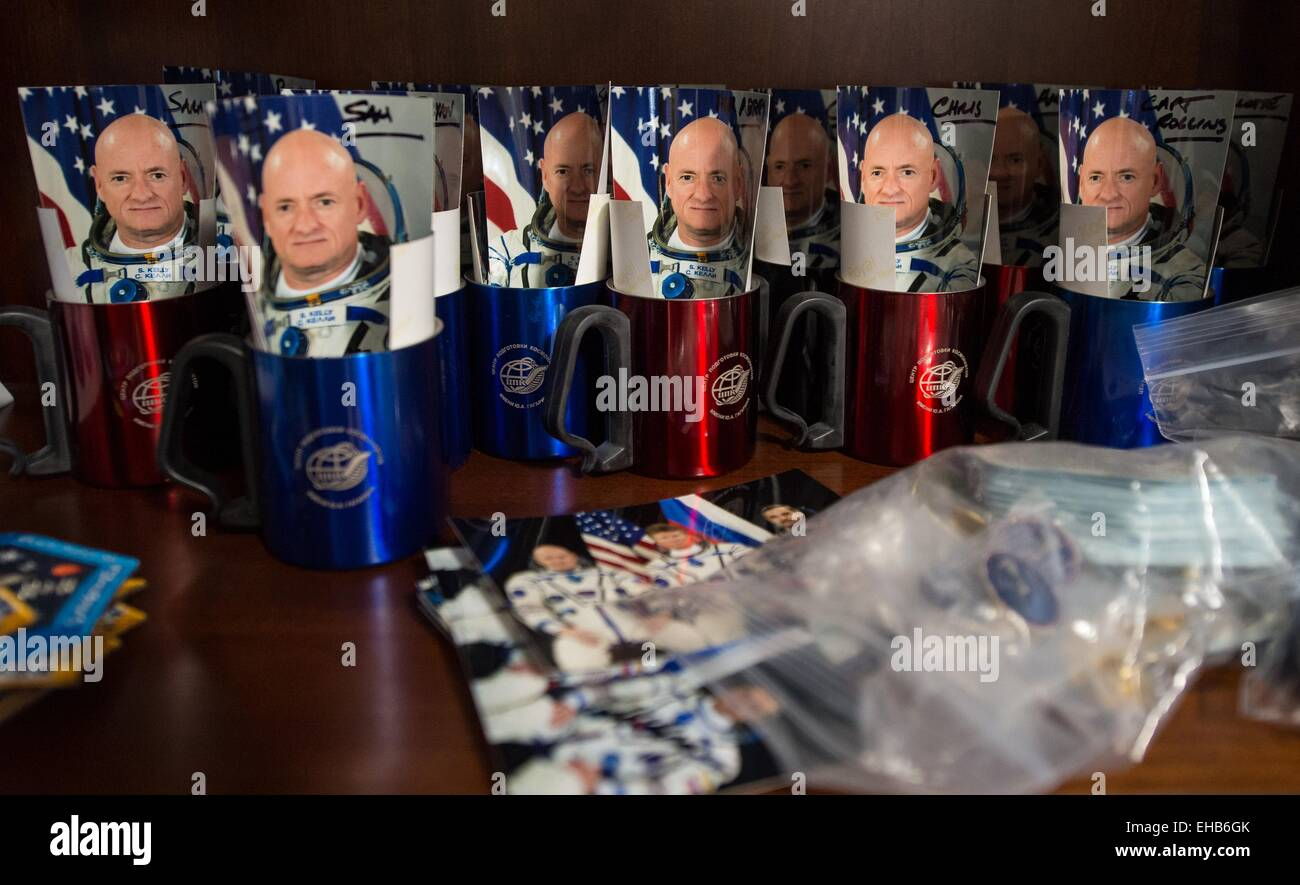 International Space Station Expedition 43 NASA Astronaut Scott Kelly prepares mementos for friends and family as - Stock Image