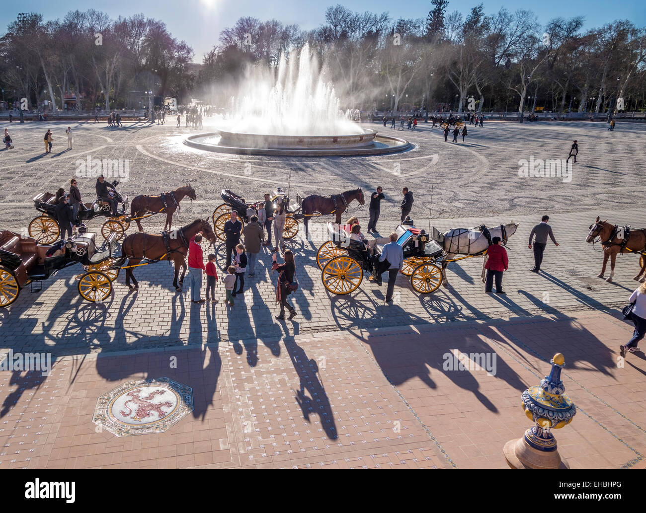 Plaza de Espana, Seville, Sevilla, fountain with horse carriages, tourists tourist carriage ride in Parque de Maria - Stock Image
