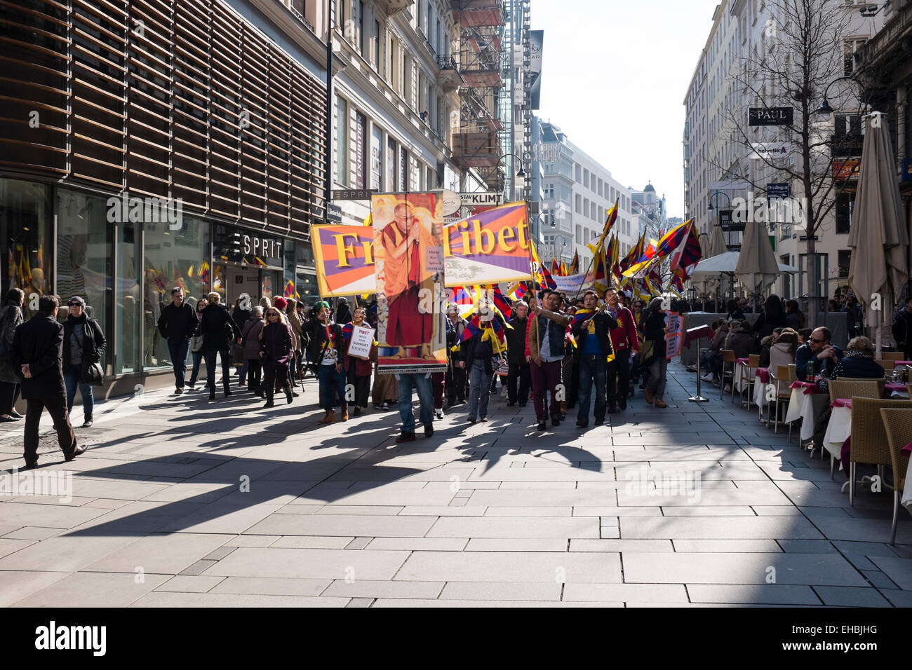 Vienna, kärntnerstrasse, 03/10/2015. A demonstration for Free Tibet - Stock Image