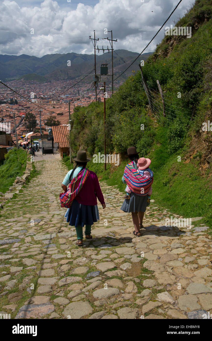 Quechua women, traditiona dress, Cusco, Urubamba Province, Peru, inca, Incan - Stock Image