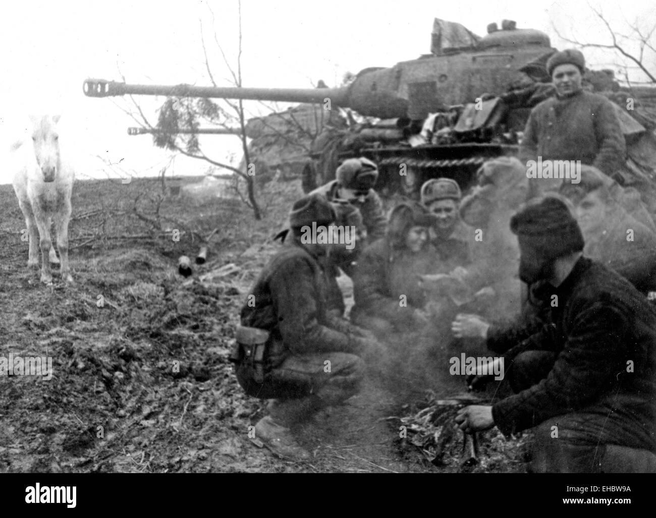 SOVIET TANK CREWs take a break near Stralsund, Pomerania in 1944 - Stock Image