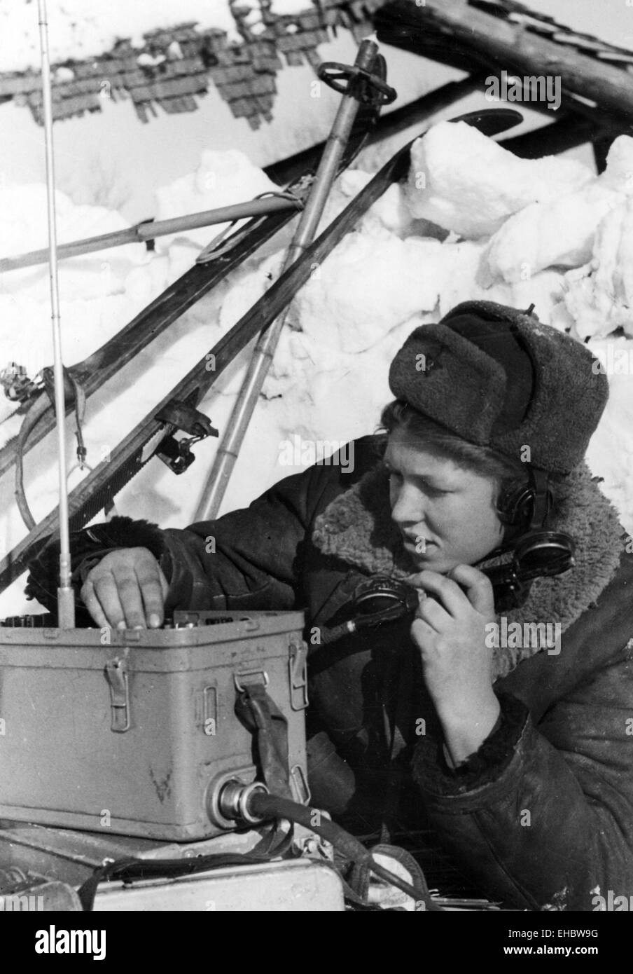 WOMAN RADIO OPERATOR Ludmille Plakshe with Red Army Arctic warfare unit about 1943 - Stock Image