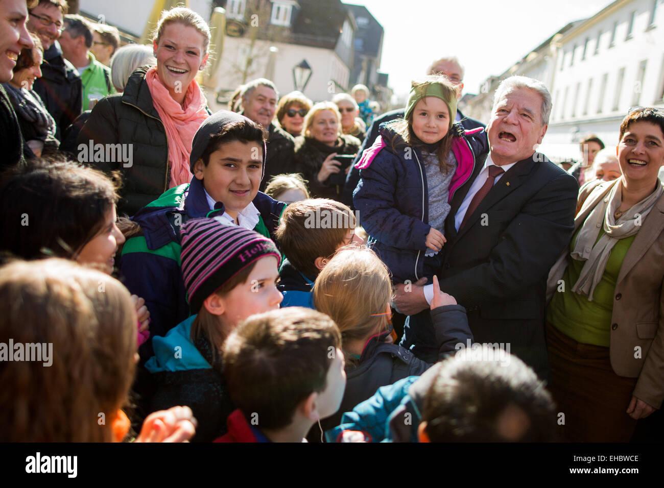 Arnsberg, Germany. 11th Mar, 2015. German President Gauck (2nd R) is accompanied by welcomed by North Rhine-Westphalia's - Stock Image