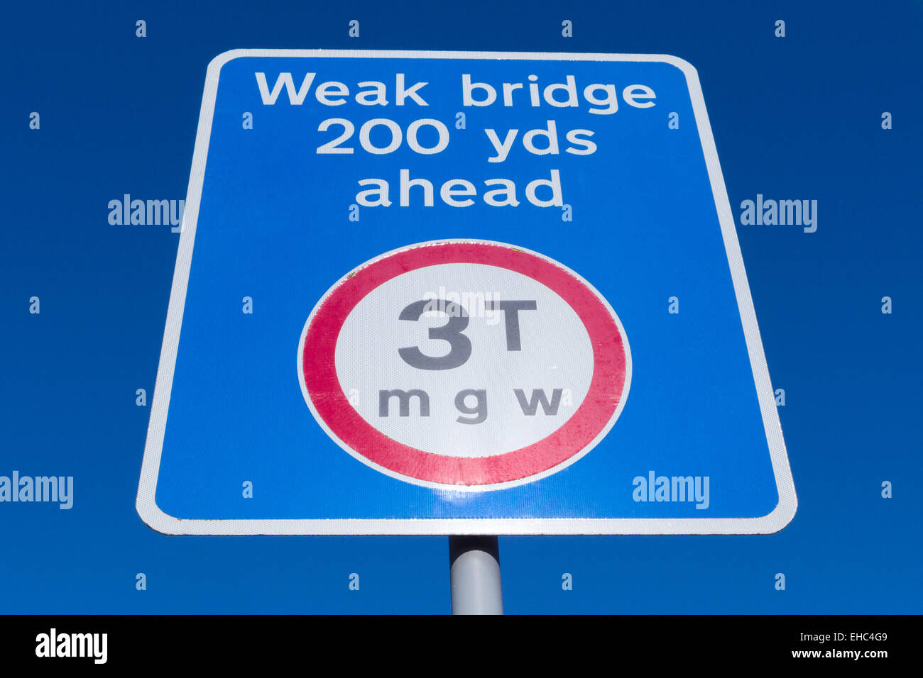 Road Sign Showing Maximum Three Tonne Gross Weight for Vehicles Crossing a Weak Bridge, UK - Stock Image
