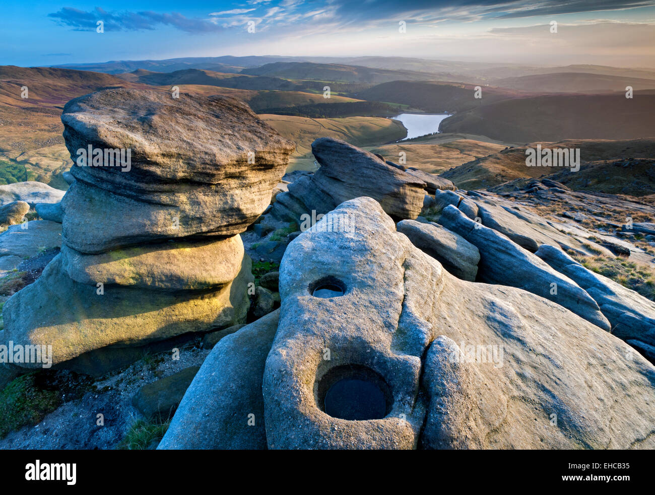 Rock Formations & Kinder Reservoir, Kinder Scout, Peak District National Park, Derbyshire, England, UK - Stock Image