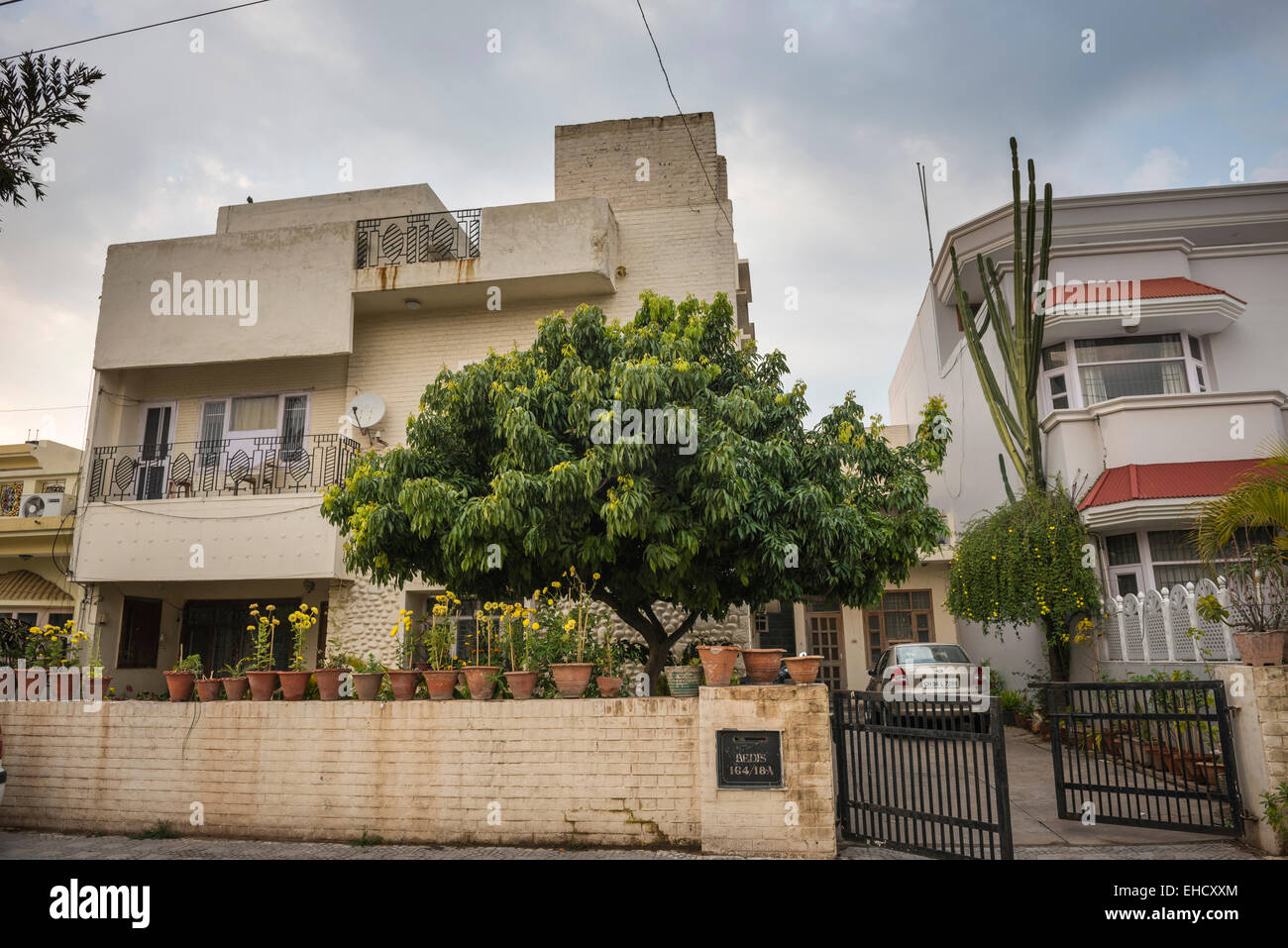 Spacious 1950s homes in Chandigarh, Punjab, India - Stock Image