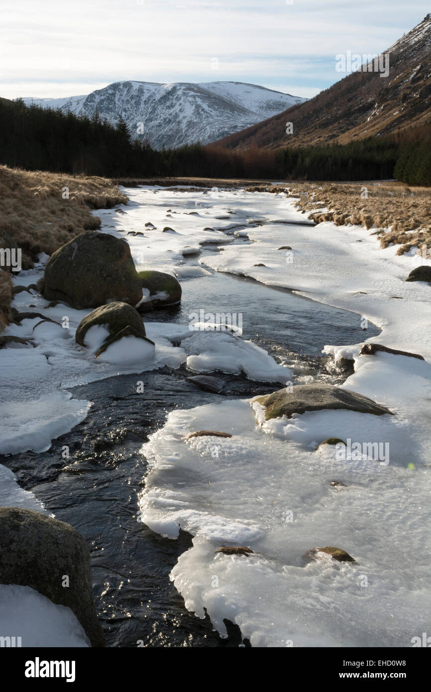 icy river north esk glen doll southern cairngorms - Stock Image