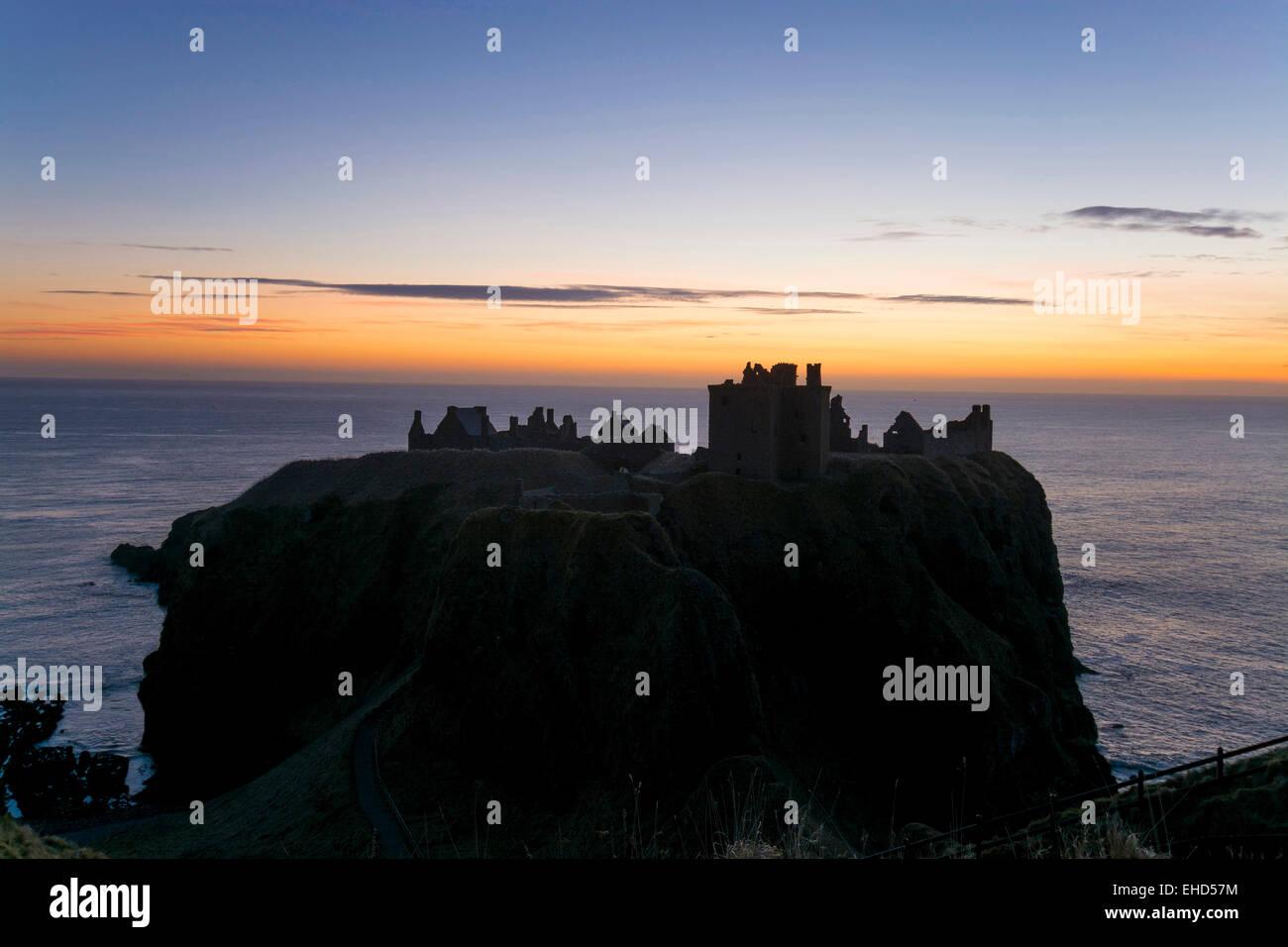 dunnottar castle kincardineshire near stonehaven with north sea sunrise - Stock Image