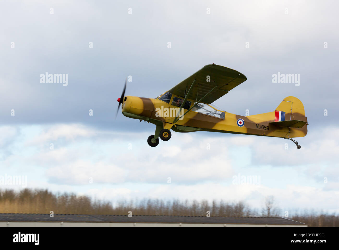 Auster 5-150 NL689 G-ALXZ in flight taking-off from Brreighton Airfield - Stock Image