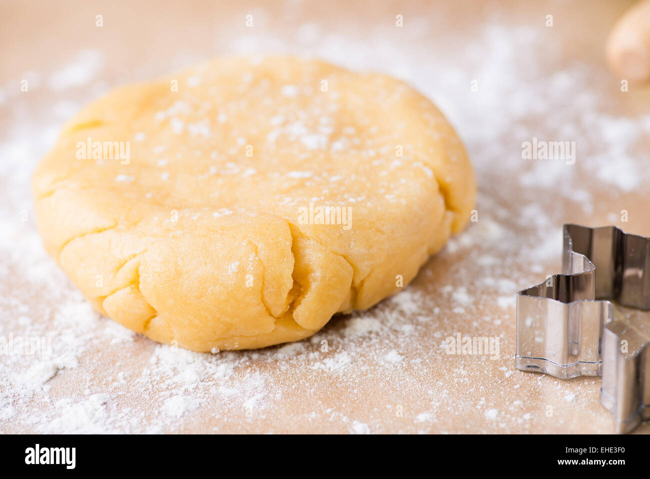 Shortcrust pastry dough, unrolled and unbaked on a floured surface, closeup, selective focus - Stock Image