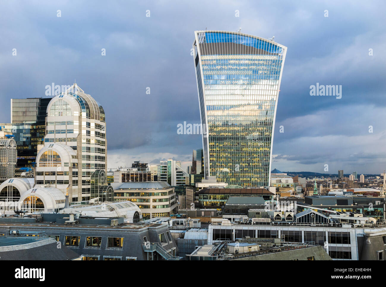 Sightseeing in the capital: The iconic Walkie-Talkie building and art deco 20 Gracechurch Street, City of London - Stock Image