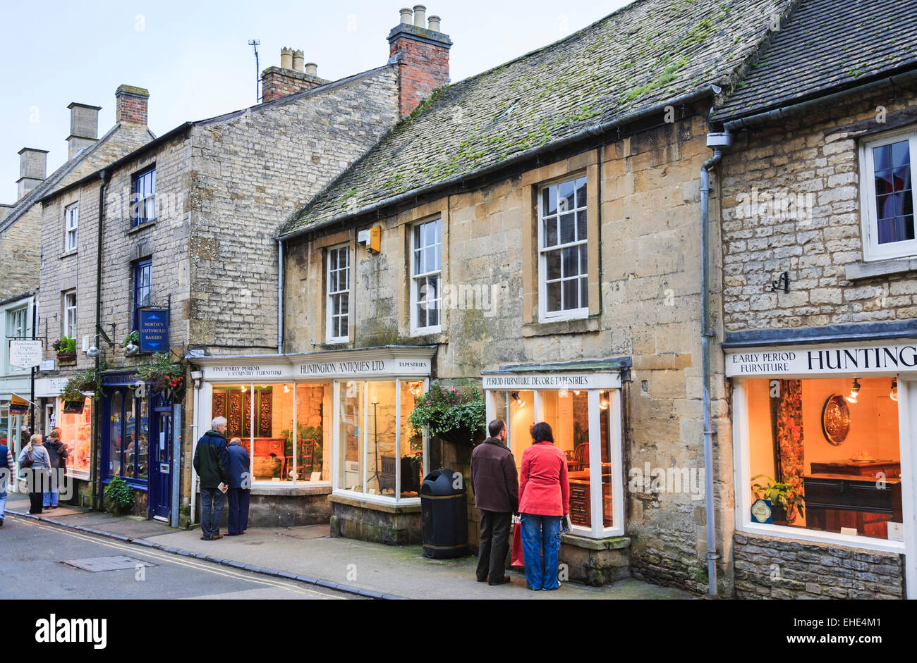 People window shopping in antiques shops, Stow on the Wold, Cotswolds, Gloucestershire in traditional Cotswold stone Stock Photo