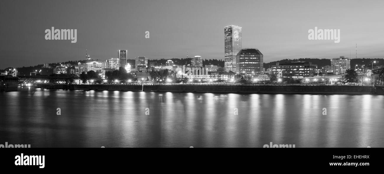 The river slowlymeanders in front of Portland Skyline - Stock Image