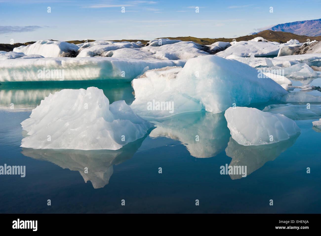 Drifting icebergs at the glacier lagoon at Joekulsarlon, Iceland - Stock Image