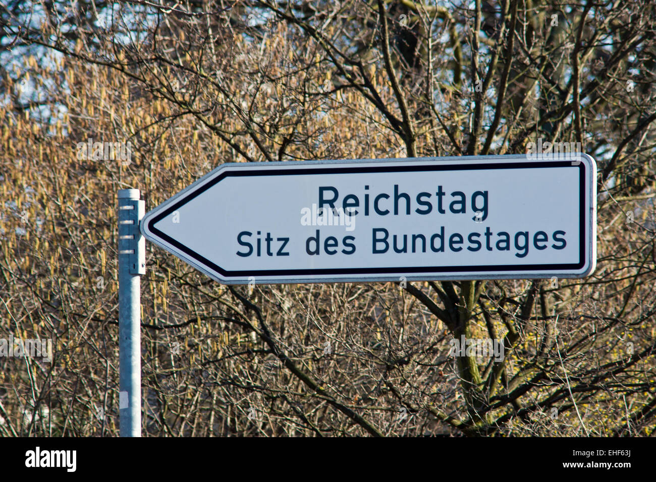 Sign showing the way to the Reichstag - Stock Image