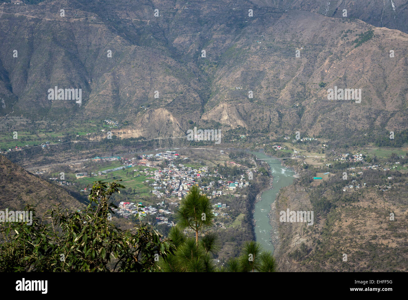 The Sutlej River winding around Tattapani, Himachal Pradesh, India - Stock Image