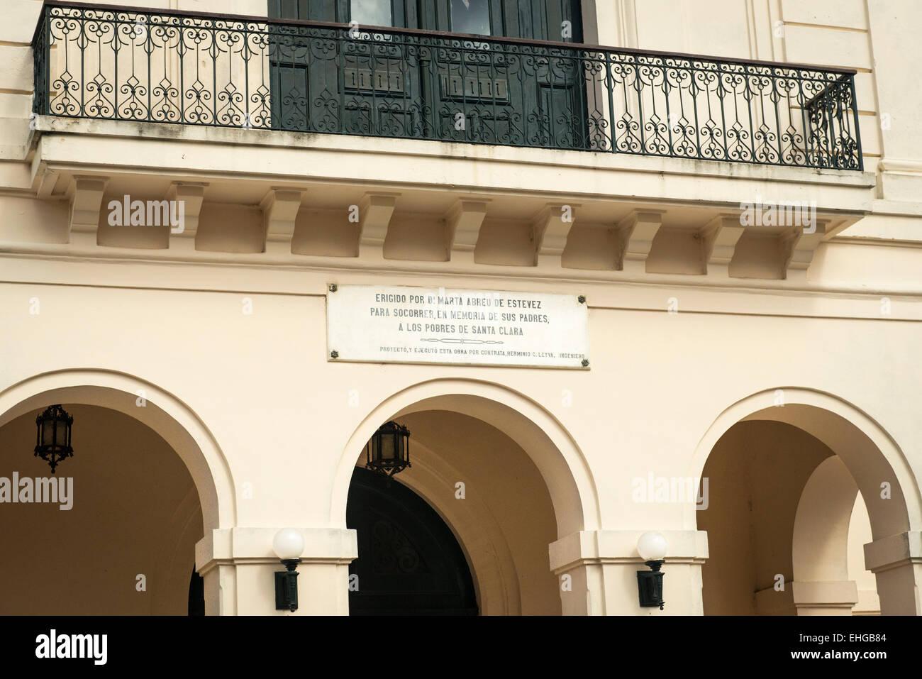 Cuba Santa Clara Parque Vidal dedication plaque for US USA American philanthropist heiress Marta Abreu de Estevez - Stock Image