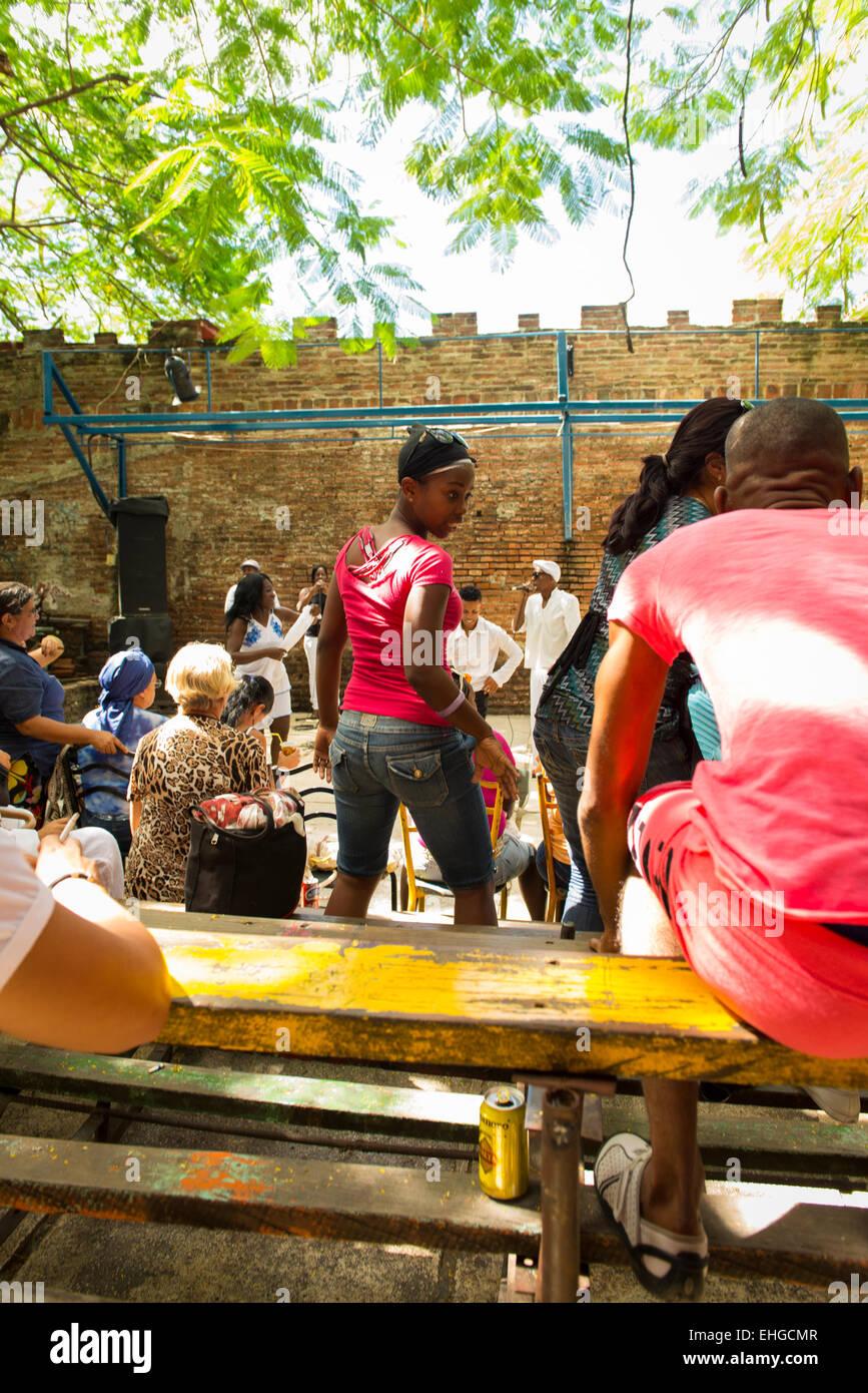 Cuba Santa Clara bar cafe cafeteria restaurante restaurant spectators nightclub band bands groups dancer dancers Stock Photo