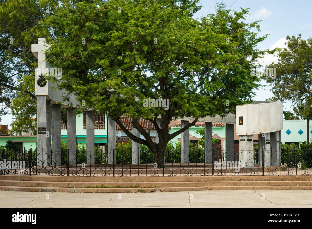 Cuba Parque Tudury monument foundation Santa Clara round tamarind tree 18 columns of 1st families site 1st mass - Stock Image