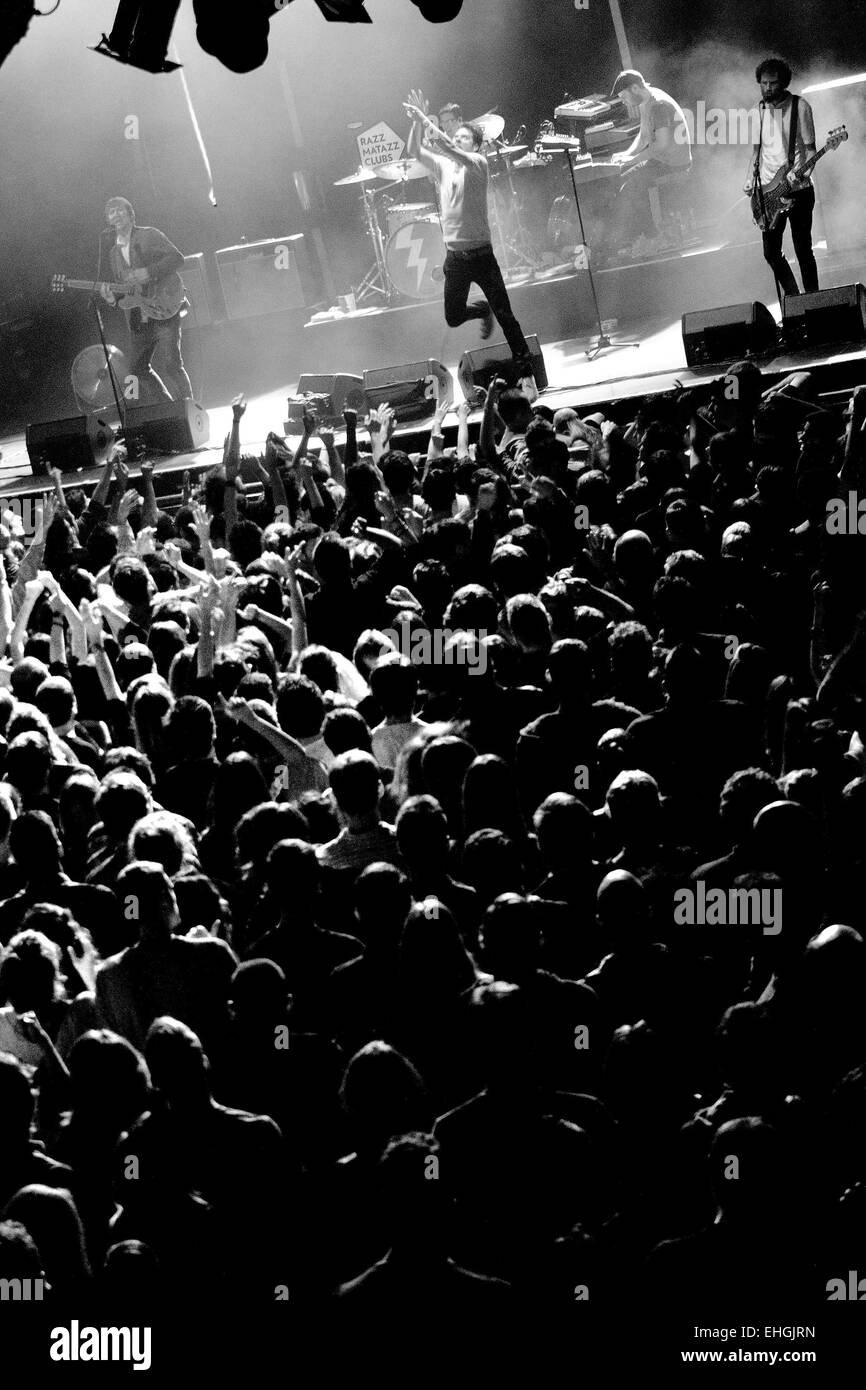 BARCELONA - FEB 15: Crowd at the Kaiser Chiefs (famous