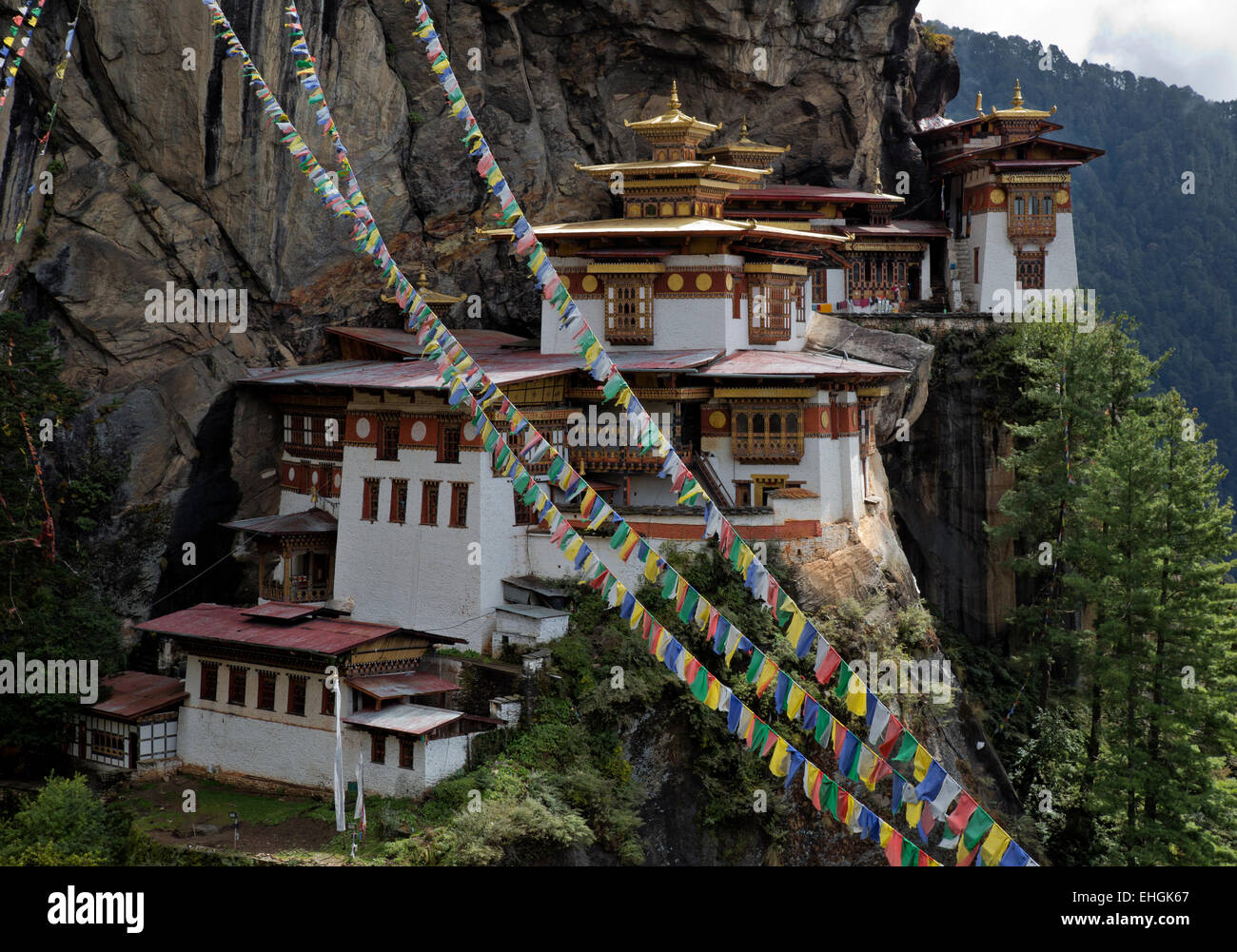 BHUTAN - Prayer flags at Taktshang Goemba, Tiger's Nest Monastery, perched on the side of a cliff high above - Stock Image