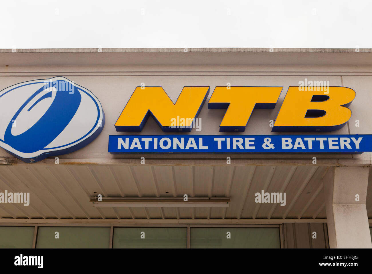 Ntb Tire Store Sign Usa Stock Photo 79669032 Alamy