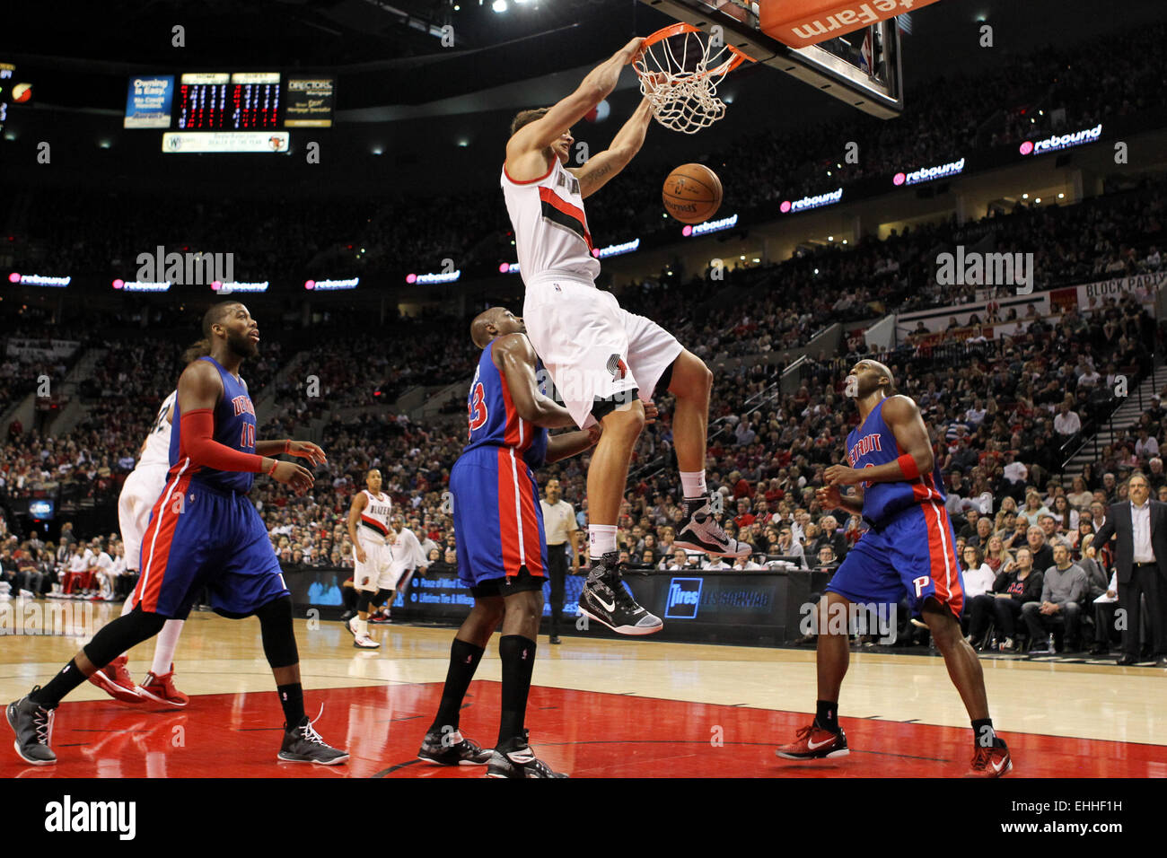 March 13, 2015 - MEYERS LEONARD (11) dunks the ball. The Portland Trail Blazers play the Detroit Pistons at the Stock Photo
