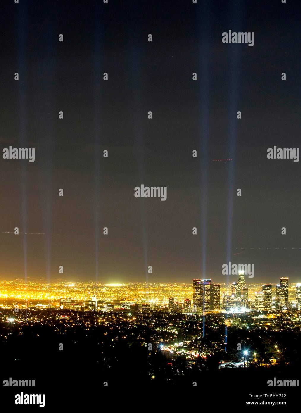 (150314)-- LOS ANGELS, March 14, 2015 (Xinhua) -- The spotlights along the marathon route are seen from the Griffith - Stock Image