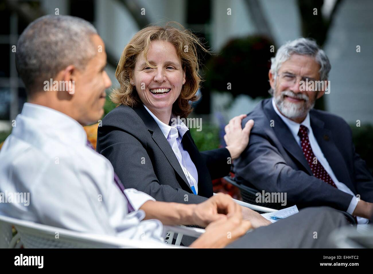 US President Barack Obama talks with Megan Smith, U.S. Chief Technology Officer, and Dr. John Holdren, Director - Stock Image