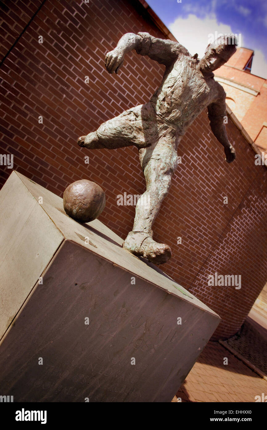 'Wor Jackie' Sculpture of footballer Jackie Milburn - Stock Image