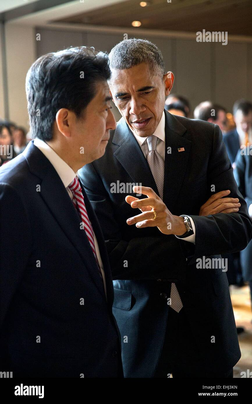 US President Barack Obama talks with Prime Minister Shinzo Abe of Japan prior to an Asia-Pacific Economic Cooperation - Stock Image