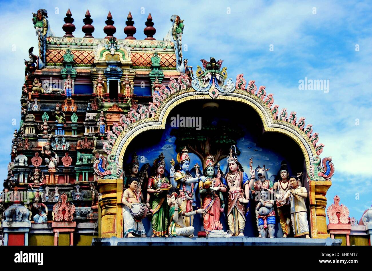 Georgetown, Malaysia:  Gopuram tower and Tableaux with Indian deities at the Penang Nagarathar Sivan Hindu Temple - Stock Image