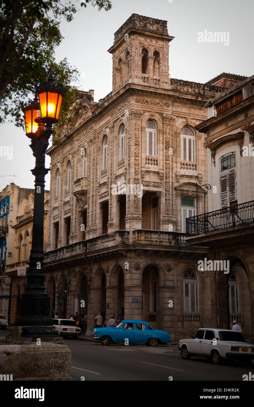Architecture and classic cars on the Prado at sunset, Havana, Cuba - Stock Image