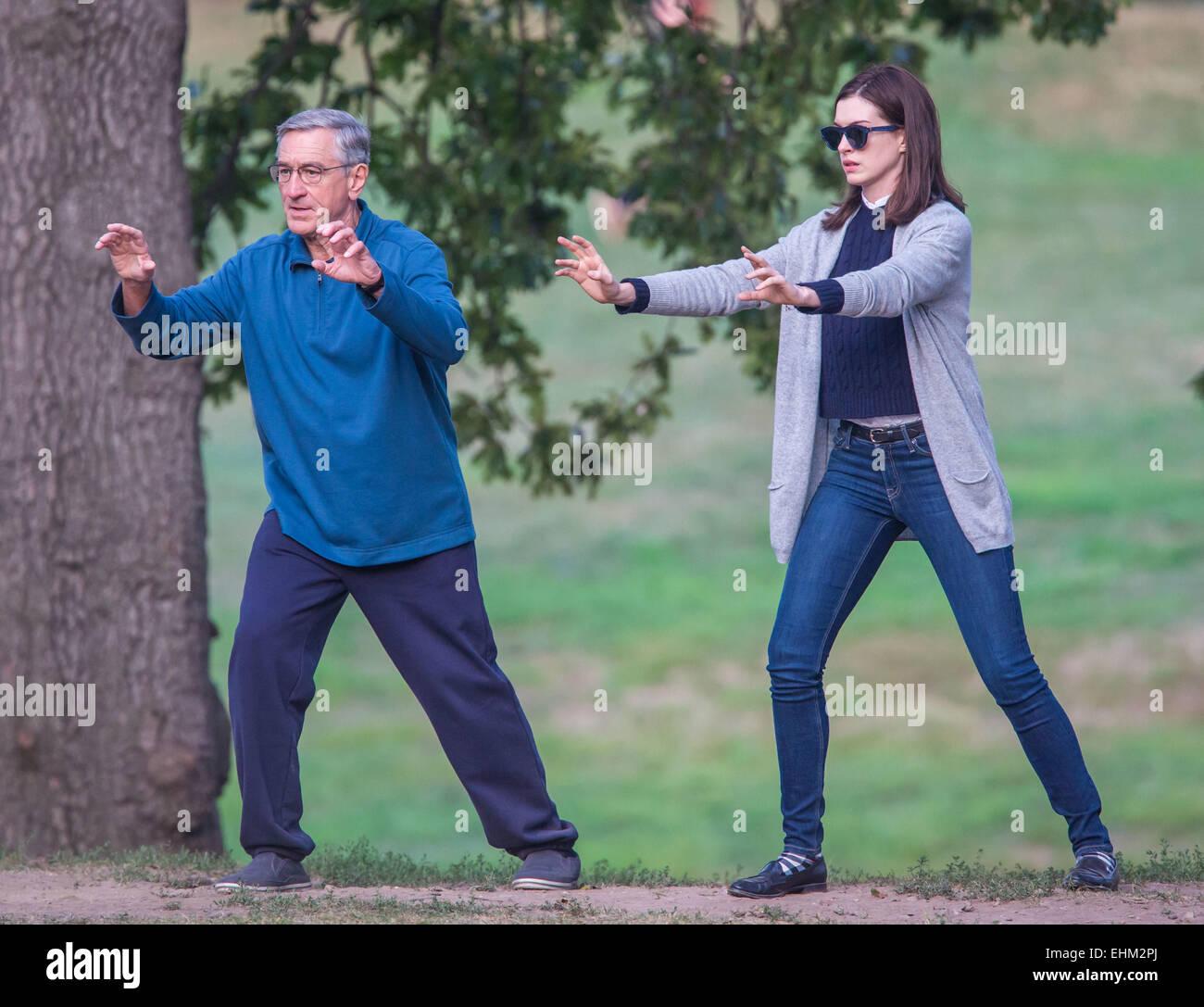 Anne Hathaway And Robert De Niro: Robert De Niro And Anne Hathaway Doing Tai Chi On The Set