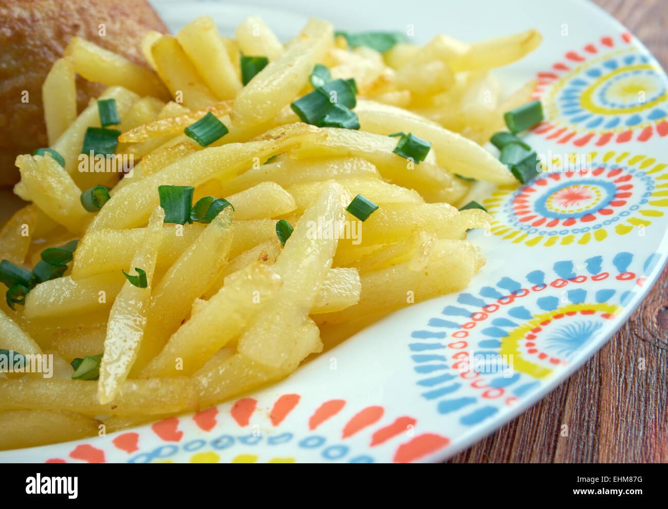 Kip met frieten - traditional dish in Belgium fried chicken with fries - Stock Image