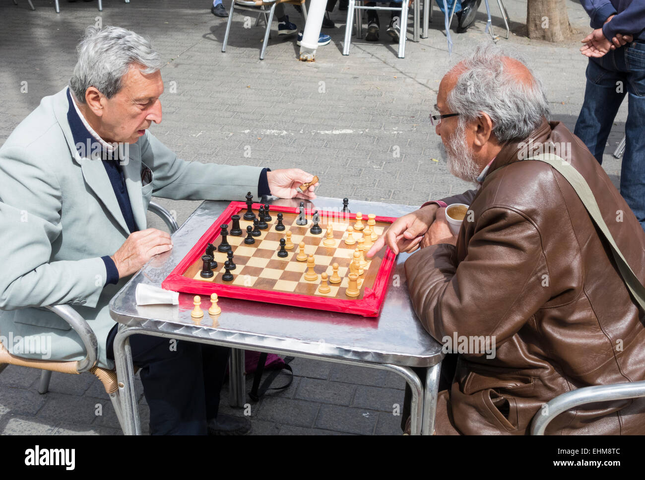 Men playing Chess in Parque Santa Catalina, Las Palmas, Gran Canaria, Canary Islands, Spain - Stock Image