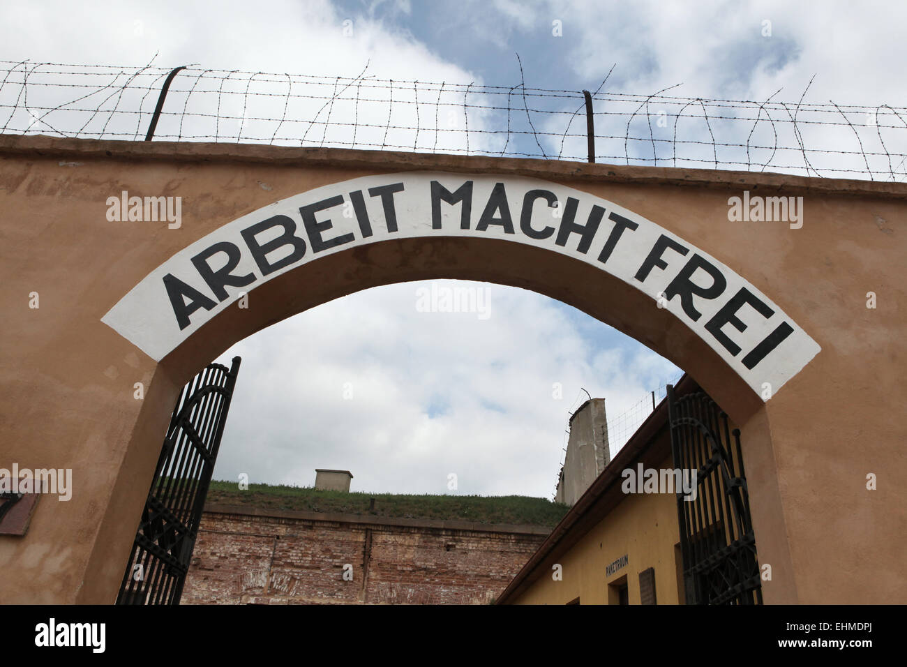 Archway with the Nazi motto Arbeit Macht Frei (Work Makes You Free) in the former Gestapo prison in Terezin, Czech - Stock Image