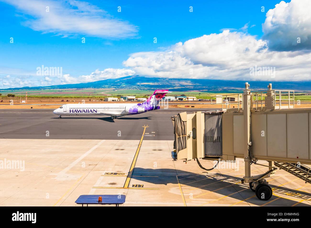 Kahului, HI, USA - September 5, 2013: Hawaiian Airline Boeing 717-200 at Kahului Airport in Maui, Hawaii. Hawaiian - Stock Image