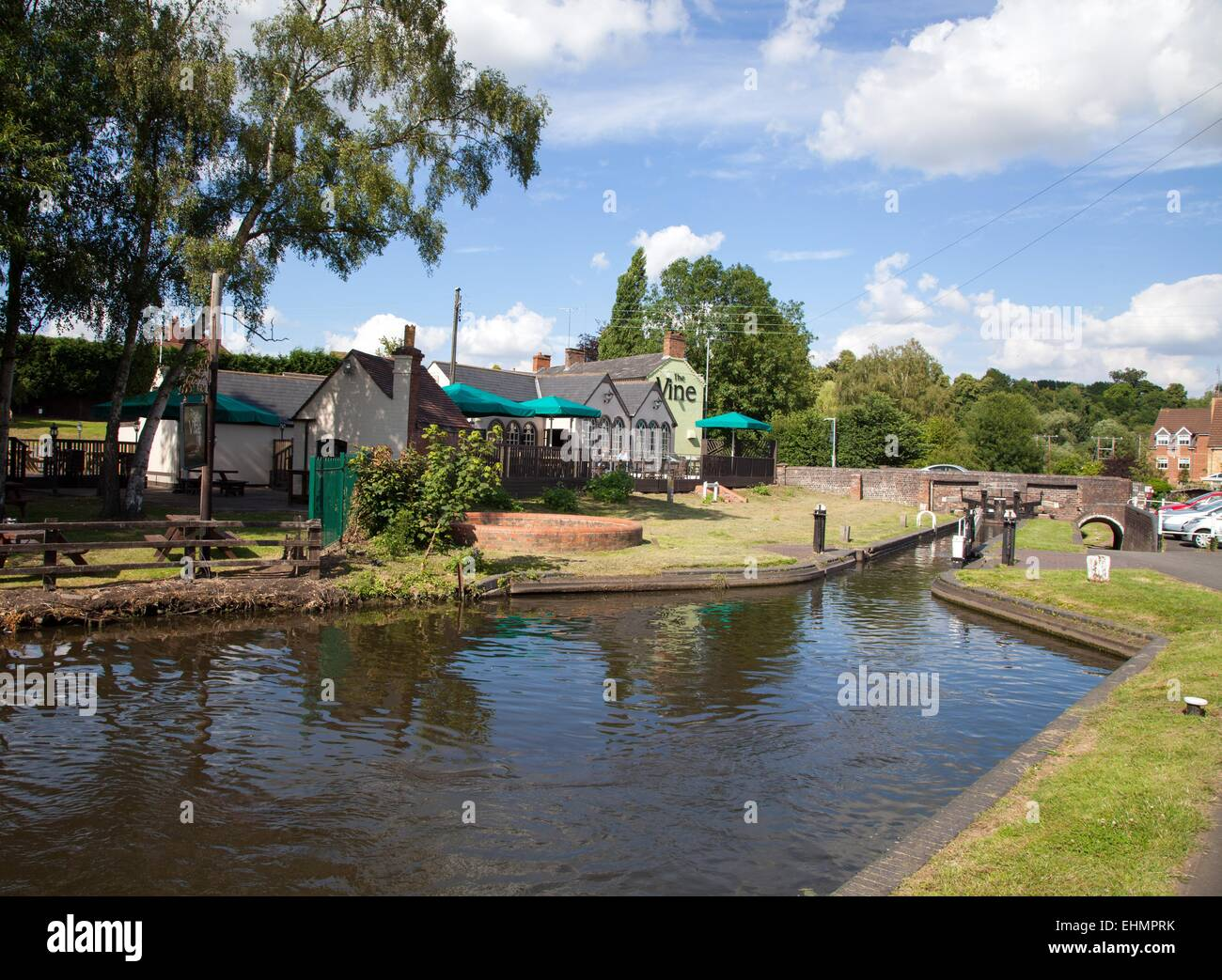 The Staffs and Worcester canal at the Vine Pub, Kinver Stock Photo